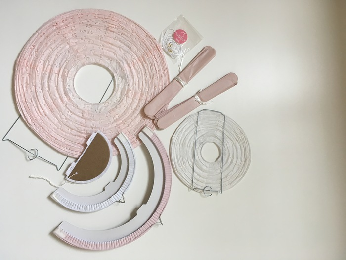 Un noël plus responsable : comment ranger et plier les décorations en papier