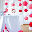 Un buffet de Noël rouge et blanc