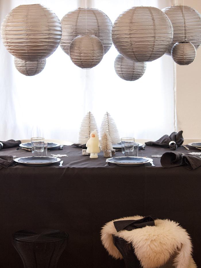Noël scandinave inspirations pour une table argentée de Noël