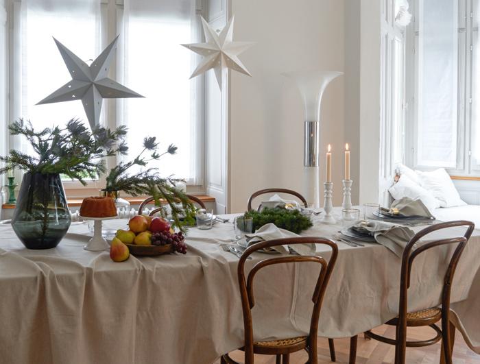 """Noël """"green"""" : des inspirations pour une table de Noël avec des étoiles suspendues"""