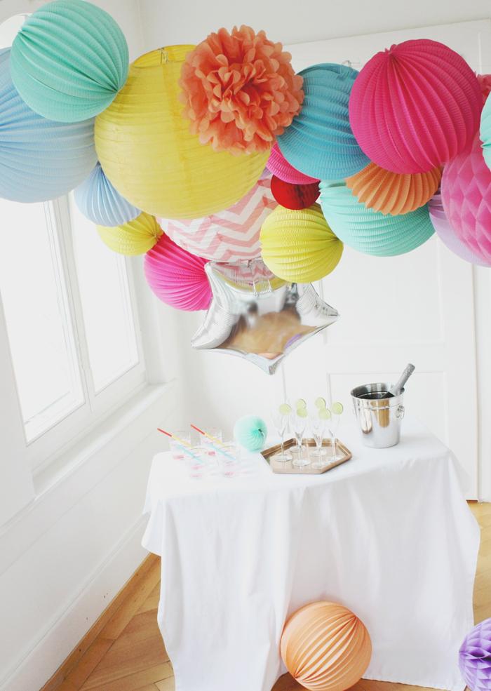 Des idées déco pour le Nouvel An avec des lanternes et boules en papier