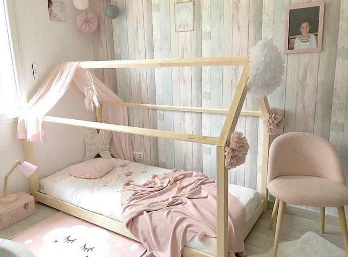 Lit cabane et lampions : un mélange tendance et parfait pour une chambre d'enfant