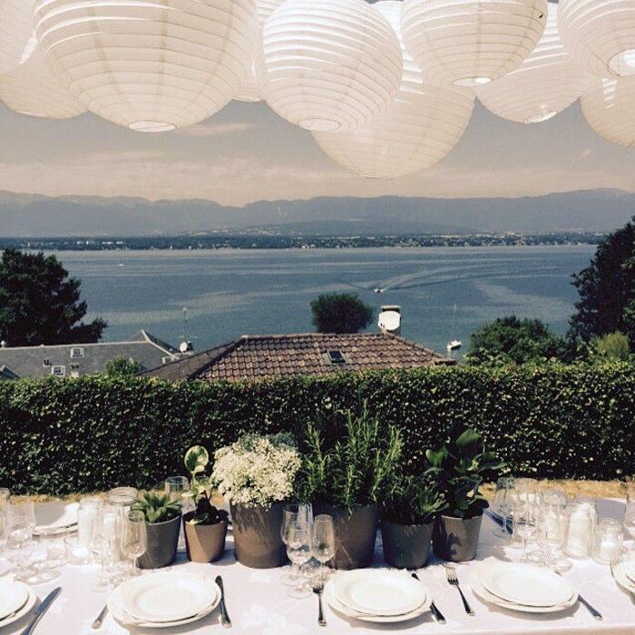 Mariage bleu : déco de lanternes pour un mariage en bord de mer