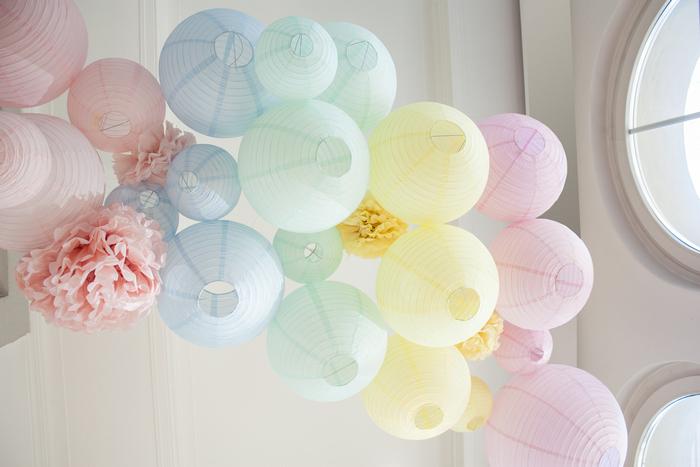 Mariage pastel : décoration avec des lanternes chinoises