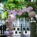 Une arche de lanternes pour un mariage champêtre