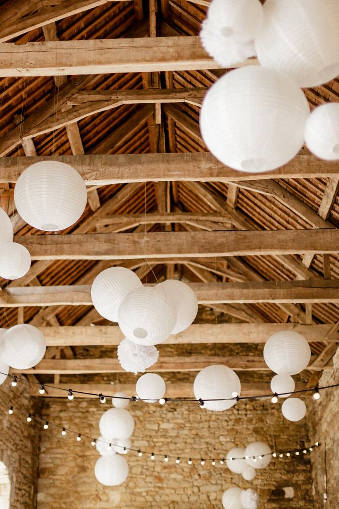 Lanterne mariage : grappes de lanternes chinoises pour un mariage dans les tons blanc