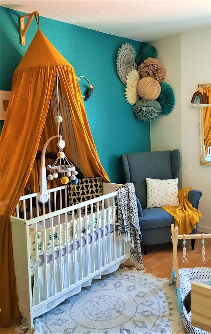 Décoration murale de chambre de bébé avec des lampions ...