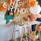 Une idée de décoration d'anniversaire d'enfant dans le thème tropical chic !