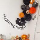 Une jolie décoration d'Halloween avec des boules papier