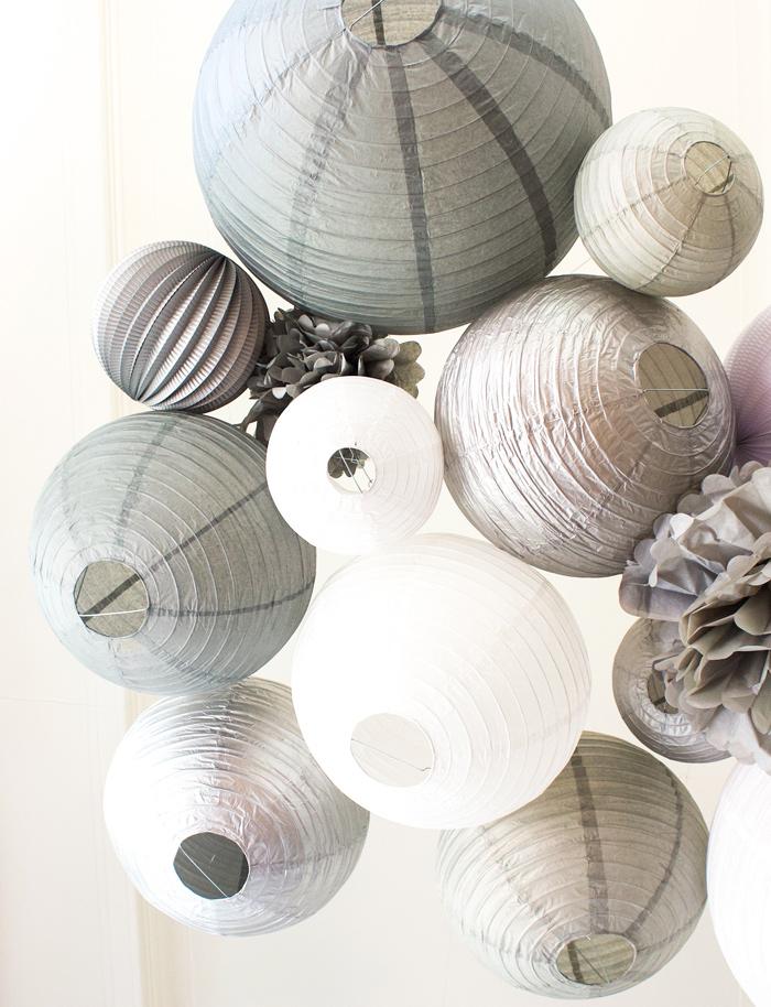 Une décoration de mariage d'hiver en gris et blanc avec des lanternes chinoises et boules papier. Sous Le Lampion