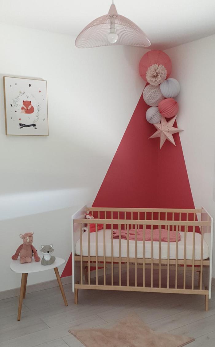 décoration murale rose: une idée pour une chambre de bébé